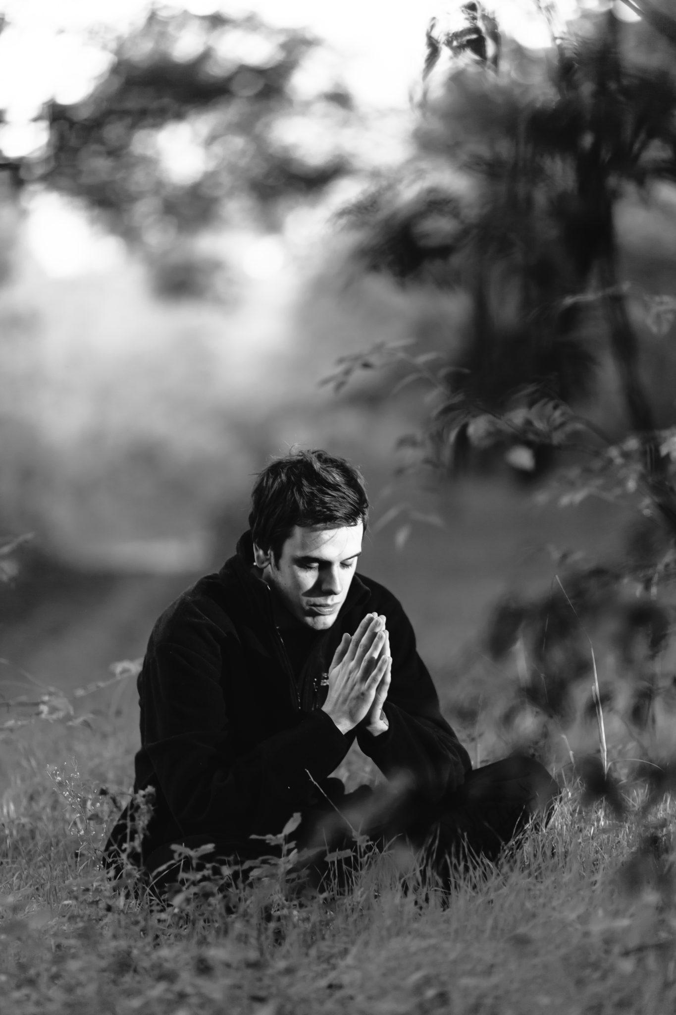 Meditation_in_a_yoga_asana_with_namaste